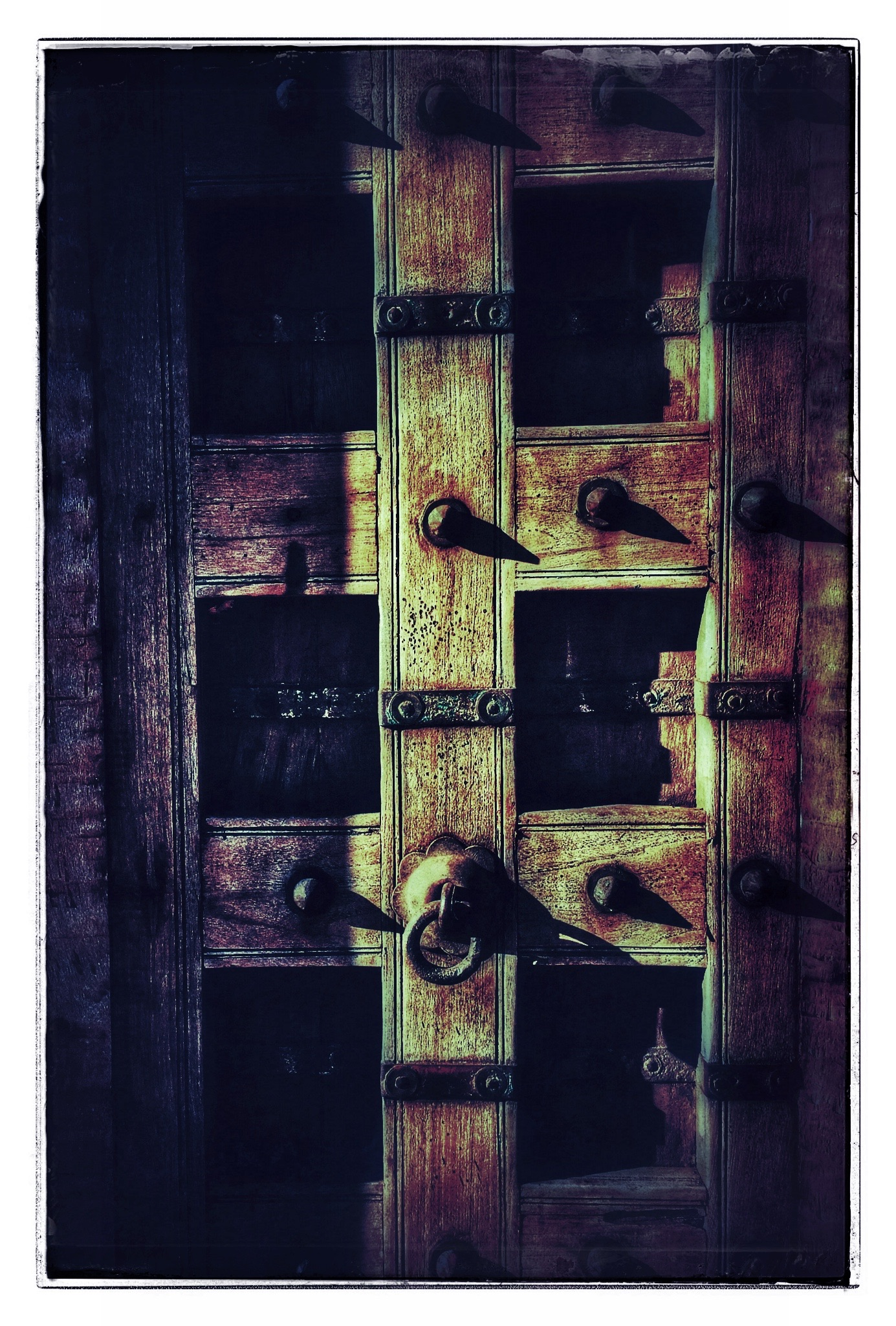 Well Metaled Door, Color